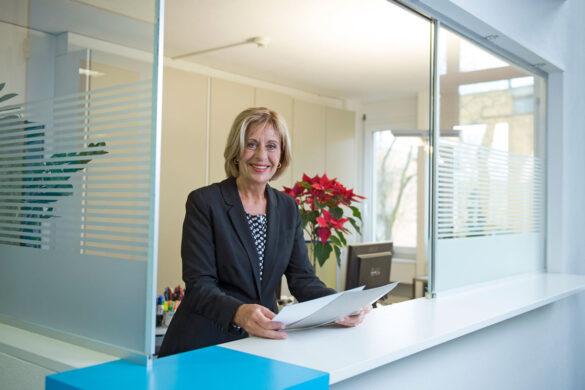 Gerda Wernle bei der Nagra am Empfang. Bild: Maria Schmid