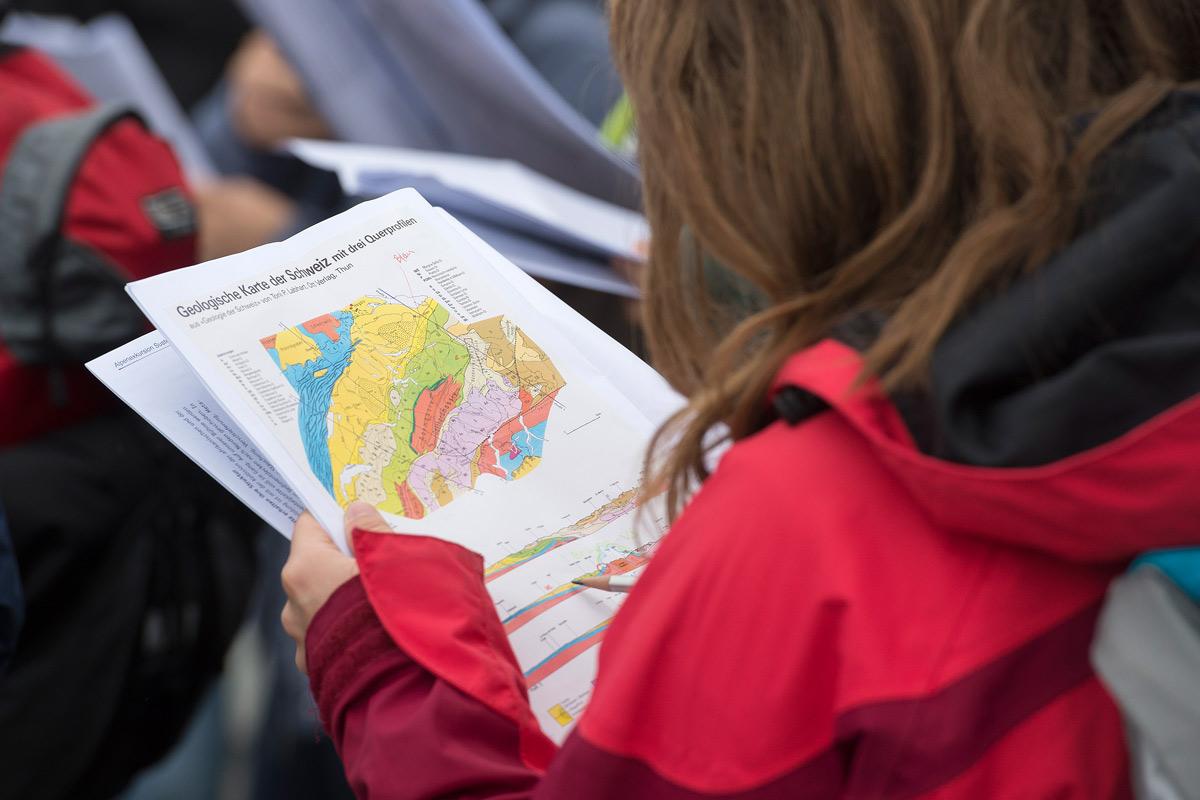 Die Nagra betreut jedes Jahr Schülerinnen und Schüler sowie Jugendliche und Studierende bei ihren Arbeiten über die Entsorgung radioaktiver Abfälle.